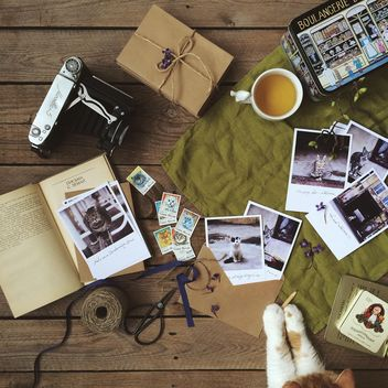 Postcards, envelopes, old camera and cute kitten - image gratuit #136489