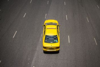 Yellow taxi on highway - бесплатный image #136579