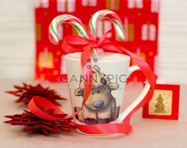 Weihnachtsschmuck und Süßigkeiten im cup - Free image #182589