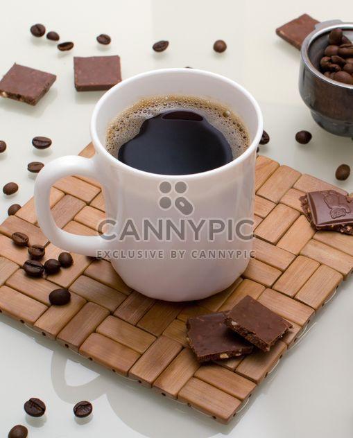 Tasse Kaffee und das Aroma der Körner - für den ganzen Tag kostenlos aktualisieren - Kostenloses image #182669