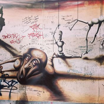 Graffity on Berlin wall - бесплатный image #183179