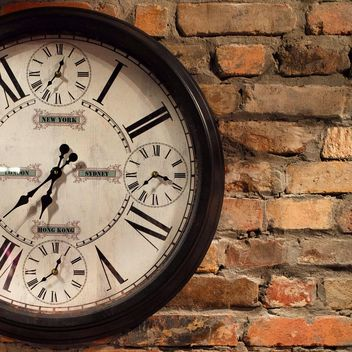 Vintage clock on a wall - image #183269 gratis