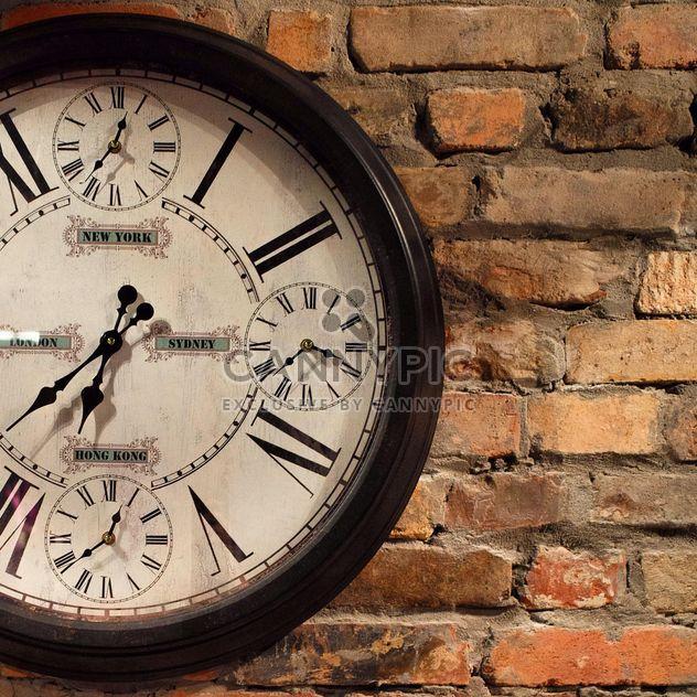 Relógio vintage em uma parede - Free image #183269