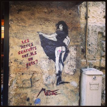 Street art in Paris - image #183329 gratis