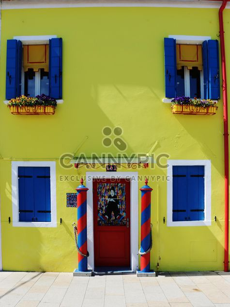 Fachada da casa de amarela - Free image #183709