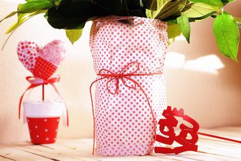 Flowers in vase and decorations in shape of hearts - image #184099 gratis