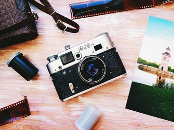 Old camera, film and photographs - image gratuit(e) #184589