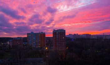 Architecture under pink sky at sunset - image #185719 gratis