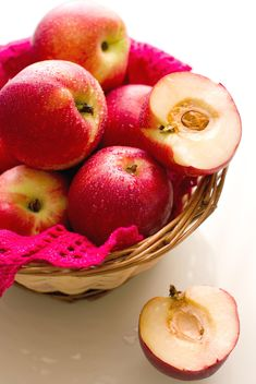 apples in basket - image #185859 gratis