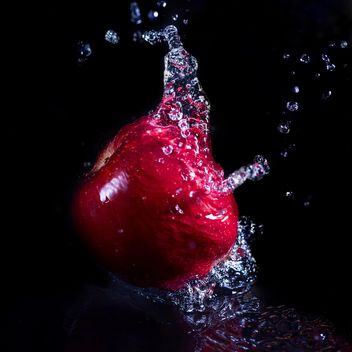 apple in splash - image gratuit(e) #185939