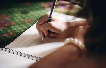 Girl's hand writing in notebook - image gratuit #186089