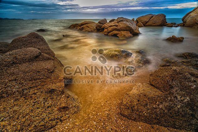 Камни в воде на закате - бесплатный image #186099