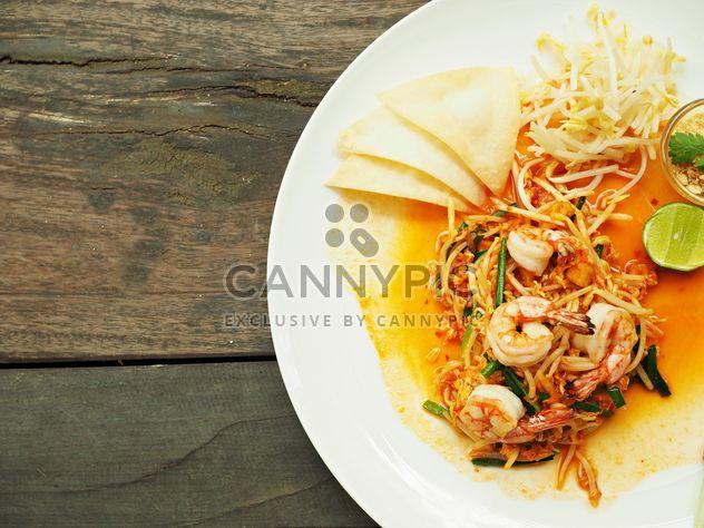 Pad tailandês macarrão com camarão - Free image #187049