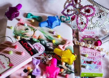 cosmetics and crown on the magazine - бесплатный image #187219