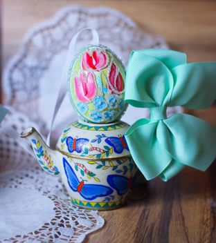 Decorative Easter egg with bow - бесплатный image #187499