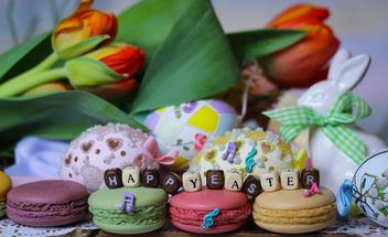Easter eggs, macaroons and tulips - image #187599 gratis