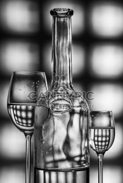 verres à vin et bouteille silhouette gris fond - image gratuit(e) #187669