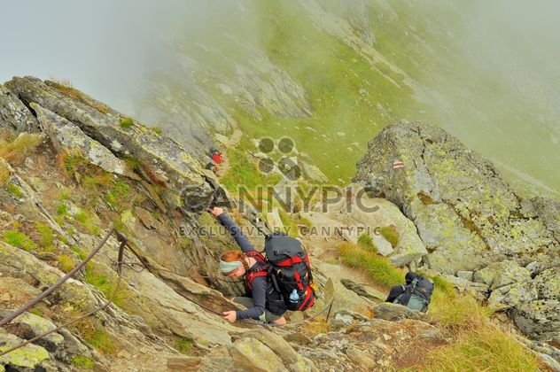 Hiking in high montains. danger, stones, alpinist - Kostenloses image #198129