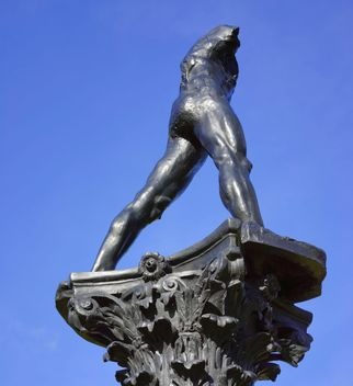 Sculpture against blue sky - image gratuit #198259