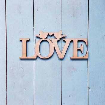 Love sign on wooden background - image #198479 gratis