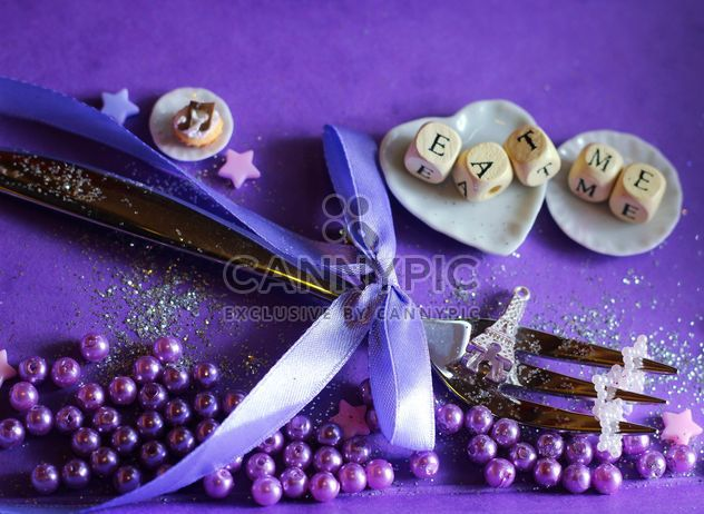Accessoires de décoration de maison violet - image gratuit #200079
