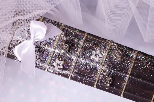 guitare girly en paillettes - Free image #201039