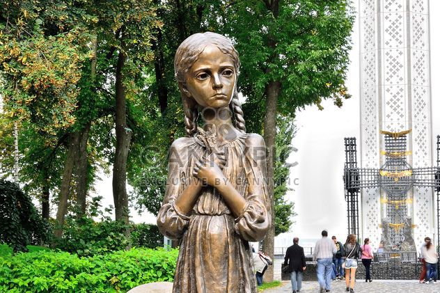 Hungry girl bronze monument and Monument to Victims of Famine - Free image #229419