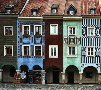 Colored houses on the central square of Poznan, Poland - image #271609 gratis