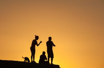 Silhouettes at sunset - image gratuit(e) #271879