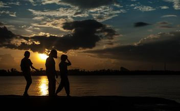 Silhouettes at sunset - image gratuit(e) #271929