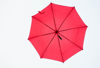 Red umbrella hanging - Kostenloses image #273059