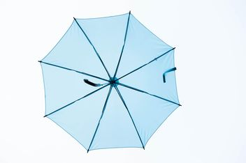 Blue umbrella hanging - image gratuit #273069