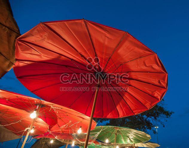 Ambrellas rojo - image #273149 gratis