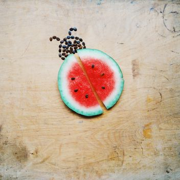 Cutted watermelon via ladybug - бесплатный image #273159