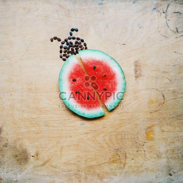 Melon d'eau coupé par l'intermédiaire de coccinelle - image gratuit(e) #273159