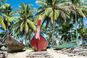 Fishing boats on a beach - бесплатный image #273549