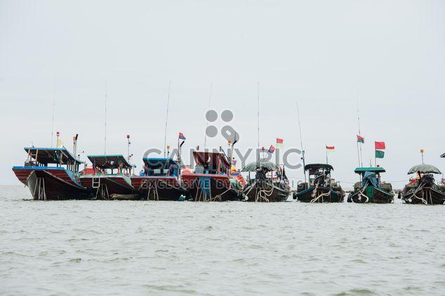 Barques de pêcheurs sur l'eau - image gratuit(e) #273559