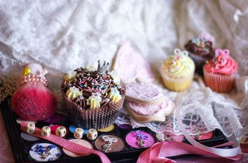 Eyeshadows with cupcakes - image #273769 gratis