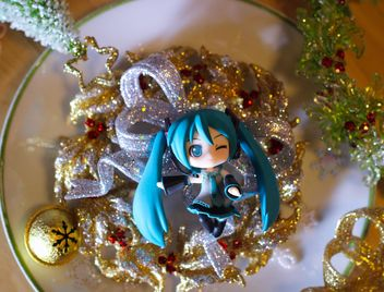 hatsune miku on christmas tinsel - image gratuit(e) #273859