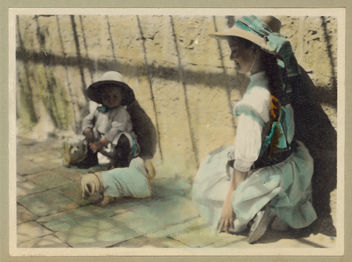Vintage Portrait Photo Picture of two little girls with 2 toy pet dogs, playing outside - image #281139 gratis