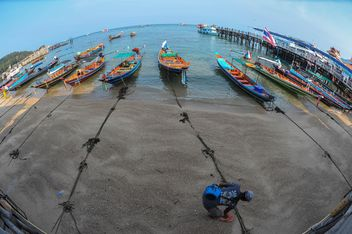 Boats on Koh tao shore - image #301569 gratis