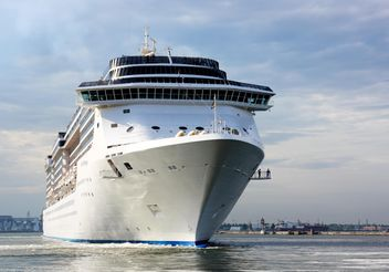 large beautiful cruise ship at sea - бесплатный image #301599