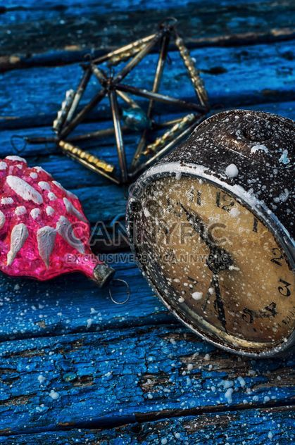 Weihnachtsdekoration und alte Uhr - Free image #302049