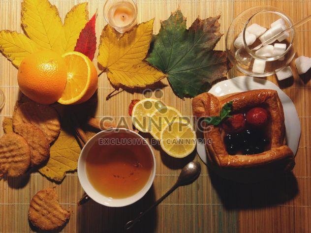 Черный чай с лимоном и пирог - Free image #302799
