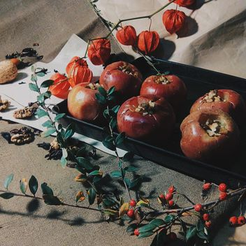 Baked apples decorated with dry flowers - бесплатный image #303289