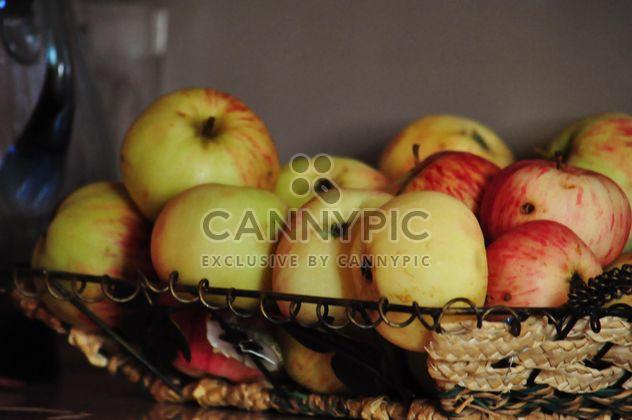 manzanas en cesta - image #303969 gratis