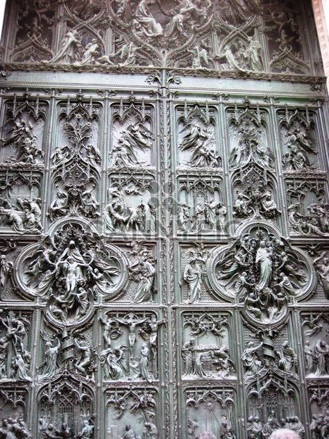 Doors of Milan Cathedral - image #304149 gratis
