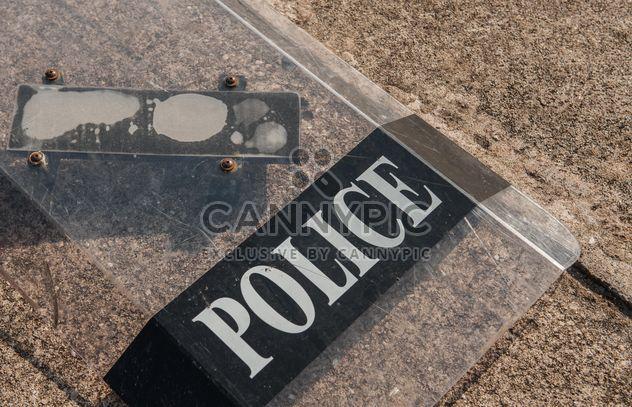Полицейские щиты на муки - бесплатный image #304679