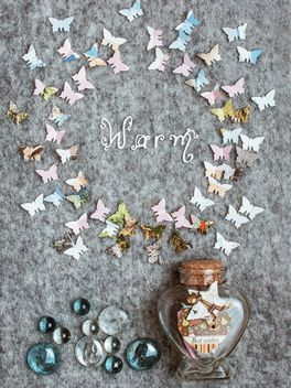 Paper butterflies around the word warm - image #305379 gratis
