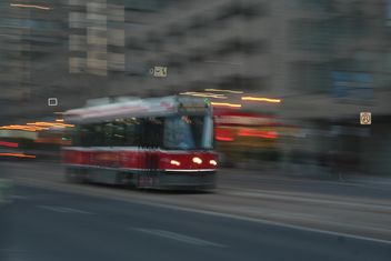 Red Tram in motion in Toronto - image gratuit #305689